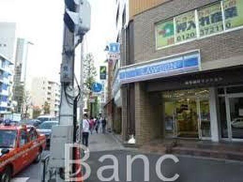 中古マンション-港区西麻布4丁目 ローソン西麻布四丁目店 徒歩1分。 50m