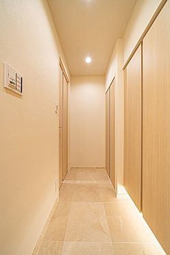 中古マンション-港区六本木5丁目 大理石貼りの廊下