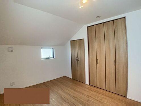 中古一戸建て-名古屋市千種区山添町2丁目 各部屋に収納があるので、いつでもすっきり整理することができます。