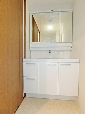 中古マンション-福岡市中央区谷2丁目 3面鏡付の洗面化粧台!