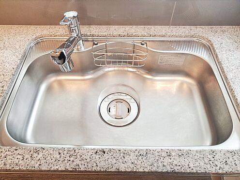区分マンション-新宿区西新宿8丁目 ディスポーザー、浄水器一体型シャワー水栓付きワイドシンク 家具、備品は販売価格に含まれません。