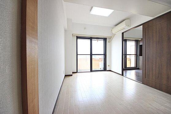 マンション(建物一部)-青梅市河辺町4丁目 ダイニングの続き間に洋室約5帖。
