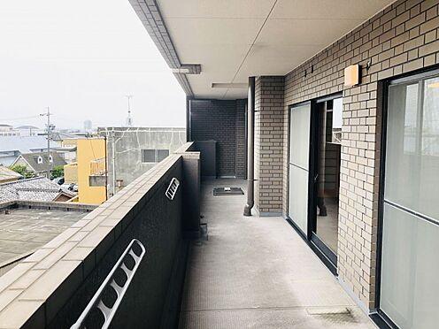 中古マンション-名古屋市千種区自由ケ丘2丁目 南に面したワイドバルコニー。たくさんの洗濯物が干せます!