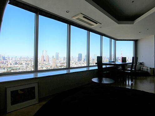 中古マンション-港区白金1丁目 リビングからの眺望(日景 北東方面 掲載中の家具等は販売価格に含まれません。)