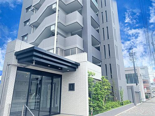 区分マンション-名古屋市東区矢田東 外壁が周囲の街並みと青空に生えるお洒落な仕上がり!周囲には高い建物のないエリア。青い空が大きく感じますね。
