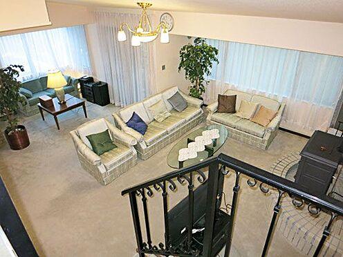 中古マンション-北佐久郡軽井沢町大字長倉 2階にいても1階の気配や雰囲気を感じ取ることができます。