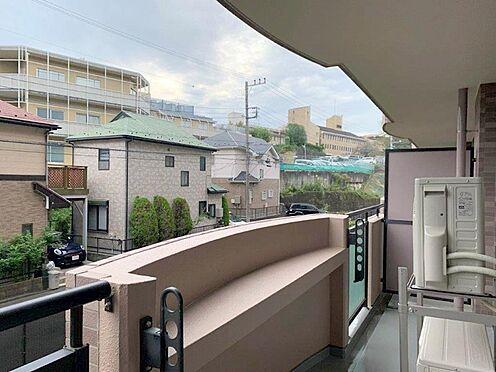 中古マンション-多摩市中沢1丁目 心地良いバルコニーからの眺望は陽射しに包まれ贅体なひと時となります。