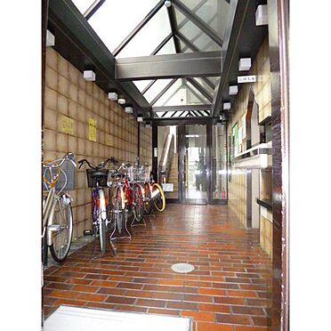 マンション(建物一部)-神戸市兵庫区西上橘通1丁目 管理人室前も綺麗に清掃されています。