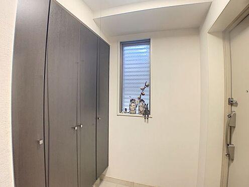 区分マンション-豊田市御幸本町6丁目 玄関にも大容量の収納を完備。煩雑になりがちな玄関もスッキリと収納できます。