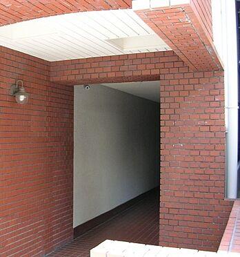 マンション(建物一部)-大阪市中央区北新町 レンガ調のエントランス。