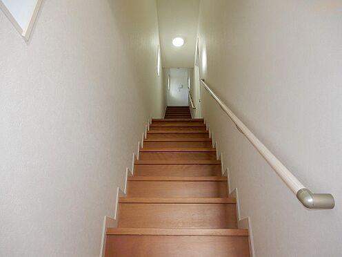 アパート-板橋区赤塚3丁目 共用階段 天井も高く開放感があります。 2019年11月撮影。