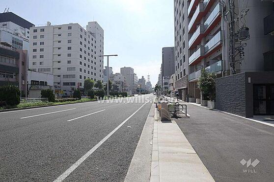 マンション(建物一部)-名古屋市東区葵1丁目 マンション前面道路の様子です。大通り沿いに面していて、開放感がございます。お問い合わせお待ちしております。