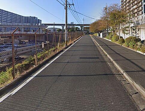 区分マンション-北九州市小倉南区企救丘2丁目 前面道路写真。