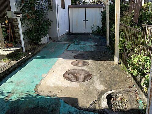 土地-豊田市西中山町神子塚 現況駐車部分です、新しい建物プランの計画次第では駐車2台も駐車できる奥行きがあります