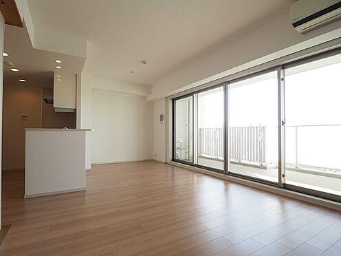 中古マンション-千葉市美浜区稲毛海岸5丁目 一面が窓になったリビングです!