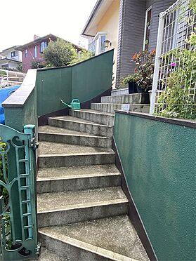中古一戸建て-伊東市荻 【アプローチ】駐車場からの階段です。