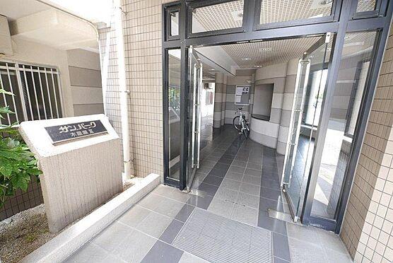 区分マンション-北九州市八幡西区木屋瀬2丁目 管理会社が定期的に巡回し、共用部を清掃 管理してくれています。
