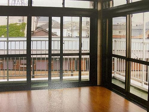マンション(建物一部)-目黒区五本木1丁目 ハイサッシの大きな窓から開放的な眺めが望めます