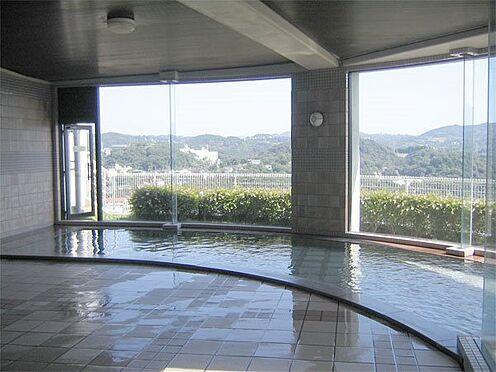 中古マンション-伊東市岡 開放的な温泉大浴場です。