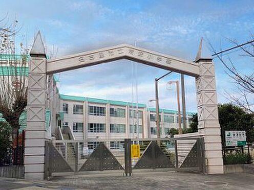 戸建賃貸-名古屋市緑区鳴丘2丁目 常安小学校 670m 徒歩約8分平成10年に「地域に開かれた学校」をコンセプトに開校した学校です。緑区の高台にある静かな住宅街にあり,エメラルドグリーンのとんがり帽子の屋根が目印です。
