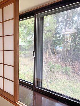 中古マンション-伊東市八幡野 ≪和室≫ こちらの窓も二重サッシにされています。
