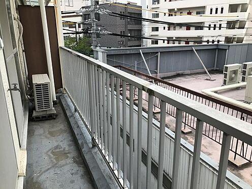 区分マンション-名古屋市名東区明が丘 南側バルコニーでお部屋に明るい光が差しこみます。