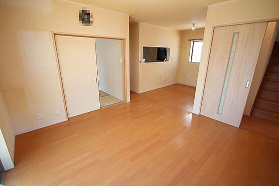 戸建賃貸-磯城郡三宅町大字伴堂 和室と合わせて23帖の大きな空間。ご家族の憩いの場にぴったりですね。
