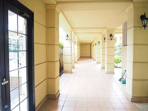 中古マンション-日野市旭が丘3丁目 エレベーターホールまでの廊下です。