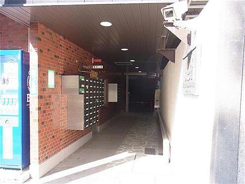 マンション(建物一部)-横浜市南区万世町1丁目 防犯カメラが付いたエントランスです