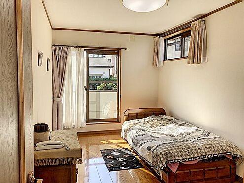 戸建賃貸-知多郡東浦町大字石浜字西平地 7帖以上の南面バルコニーに面した主寝室向きの2F洋室です