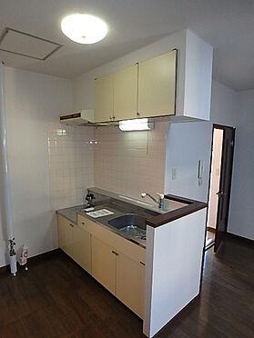 アパート-札幌市南区南沢三条4丁目 キッチンもフローリングになっていて掃除もしやすく清潔に保てやすい間取です。