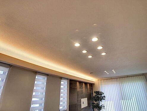 戸建賃貸-名古屋市中村区岩塚町 リビングには調光可能なダウンライトと間接照明を完備、オシャレな空間を演出します!