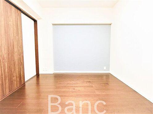 中古マンション-葛飾区水元1丁目 リビングと洋室の仕切りは引き戸式になっていてドアのデッドスペースが無いのでお部屋を有効に使えます。