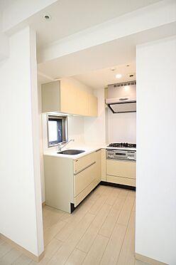 区分マンション-台東区日本堤2丁目 窓付きキッチンで、料理中には南西方向の開放的な眺望が望めます
