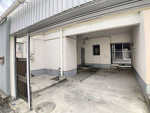中古テラスハウス-名古屋市中川区中郷3丁目 駐車場2台完備!勝手口につながる駐車場なのでお買い物後の重たい荷物も運ぶの楽々です!