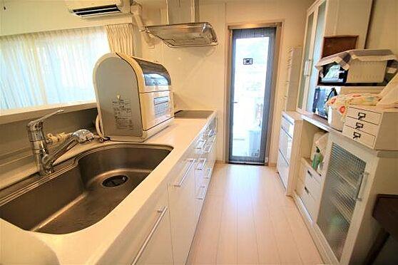 リゾートマンション-熱海市清水町 キッチン:IHクッキングヒーターやディスポーザーなど充実した設備が搭載されております。