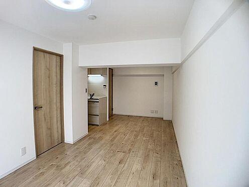 中古マンション-名古屋市千種区向陽1丁目 白を基調としたシンプルな室内。