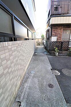 アパート-練馬区桜台4丁目 東側敷地内通路部分。