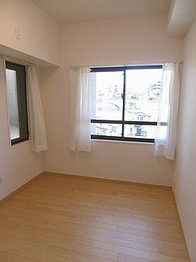 中古マンション-多摩市永山1丁目 約5帖の洋室。二面採光。エアコンも設置できます。