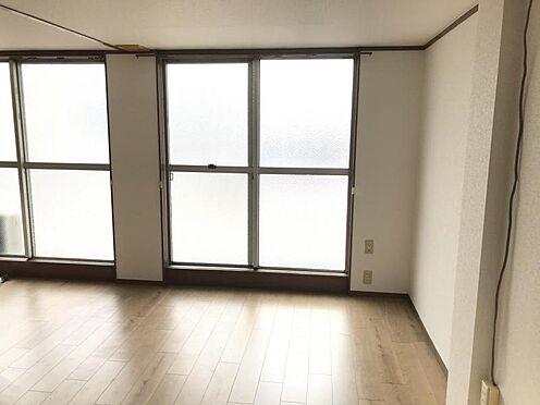 区分マンション-名古屋市名東区明が丘 南側バルコニーで日当たりも良好。明るい室内です。