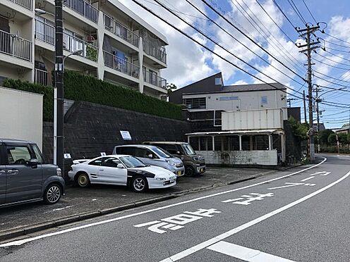 区分マンション-千葉市稲毛区黒砂台3丁目 現地敷地内駐車場です。最新の空き状況につきましては、お問い合わせください。