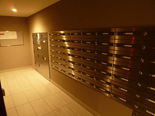 マンション(建物一部)-川口市芝新町 メールボックス、宅配ボックスもあり、外出中に荷物を受け取れます。