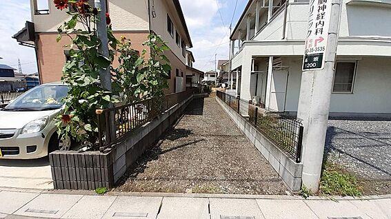 土地-東松山市大字高坂 東側からの出入りです。