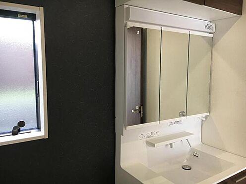 戸建賃貸-大府市北崎町7丁目 洗面所には床下収納があります。洗剤等を収納するのに便利です♪(こちらは施工事例です)