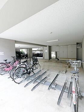 マンション(建物一部)-大阪市北区太融寺町 駐輪場や駐車場があるから、便利です。