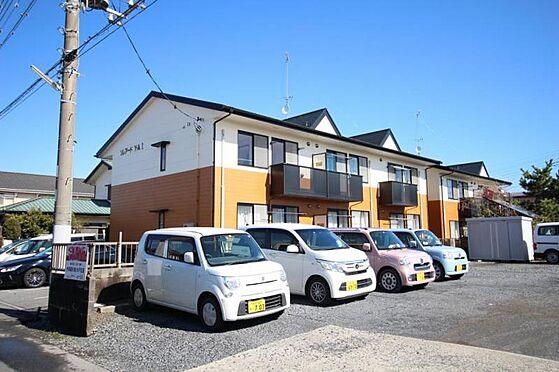 アパート-水戸市住吉町 白と茶が特徴です