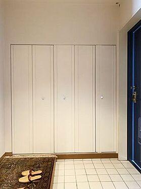 中古マンション-伊東市富戸 ≪玄関≫ 収納もしっかりと確保されています。