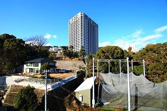 中古マンション-熱海市春日町 眺望:正面に見えますのは平成29年1月築のタワーレジデンス「ザ・クレストタワー熱海」です。