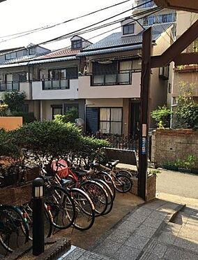 区分マンション-神戸市東灘区深江南町2丁目 駐輪場もあるので、駅へのアクセスも楽々。