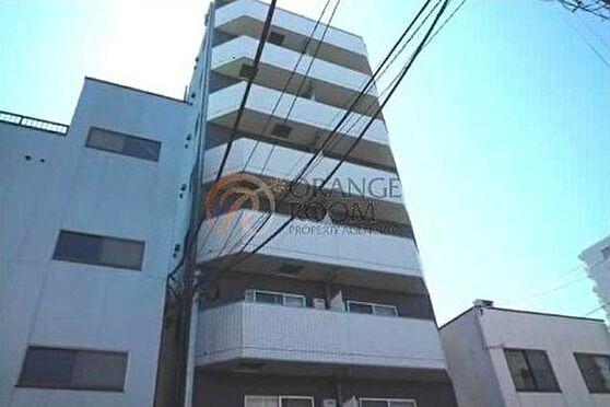 マンション(建物一部)-江東区亀戸3丁目 ホワイトを基調としたタイル貼りの外観です。